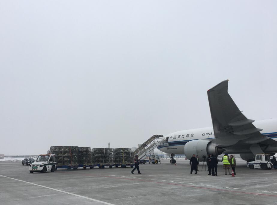 乘坐南航专机航班号 cz8712,于当地时间12月19日20:30 从丹麦 billund